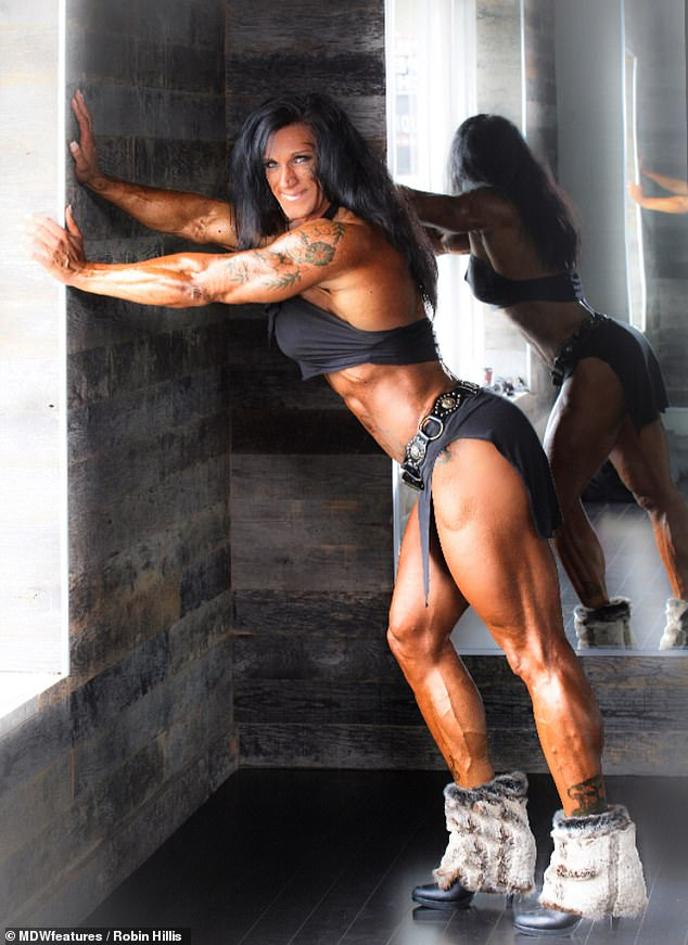 Her second meal is five ounces of chicken, cucumbers, sugar free ketchup and spices; then Robin goes to the gym, trains, does 12 minutes of steady state cardio, practices posing, sits in the sauna for up to 10 minutes before having her third meal which is five ounces of steak and three ounces of yams